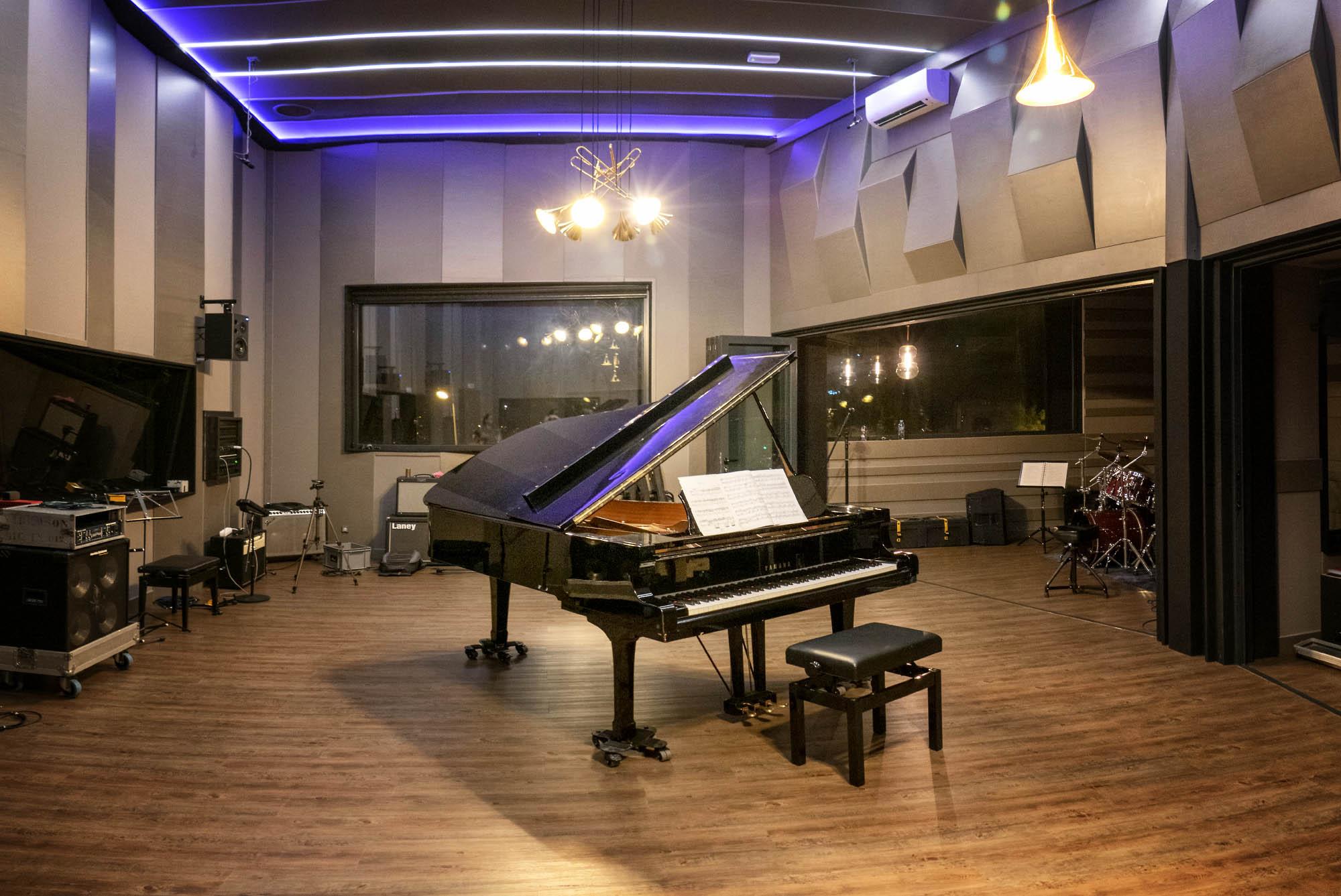 Local Estudi de Gravació a Girona. Piano Yamaha C7